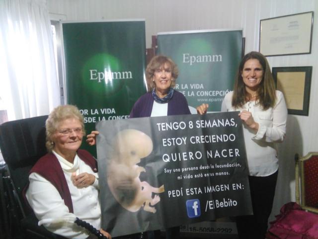 Martina Antonini y Graciela Larrea, de EPAMM, junto a Mariana Rodríguez Varela